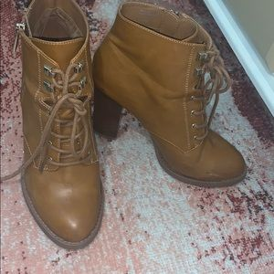 BEIGE/BROWN HIGH HEELED BOOTIES